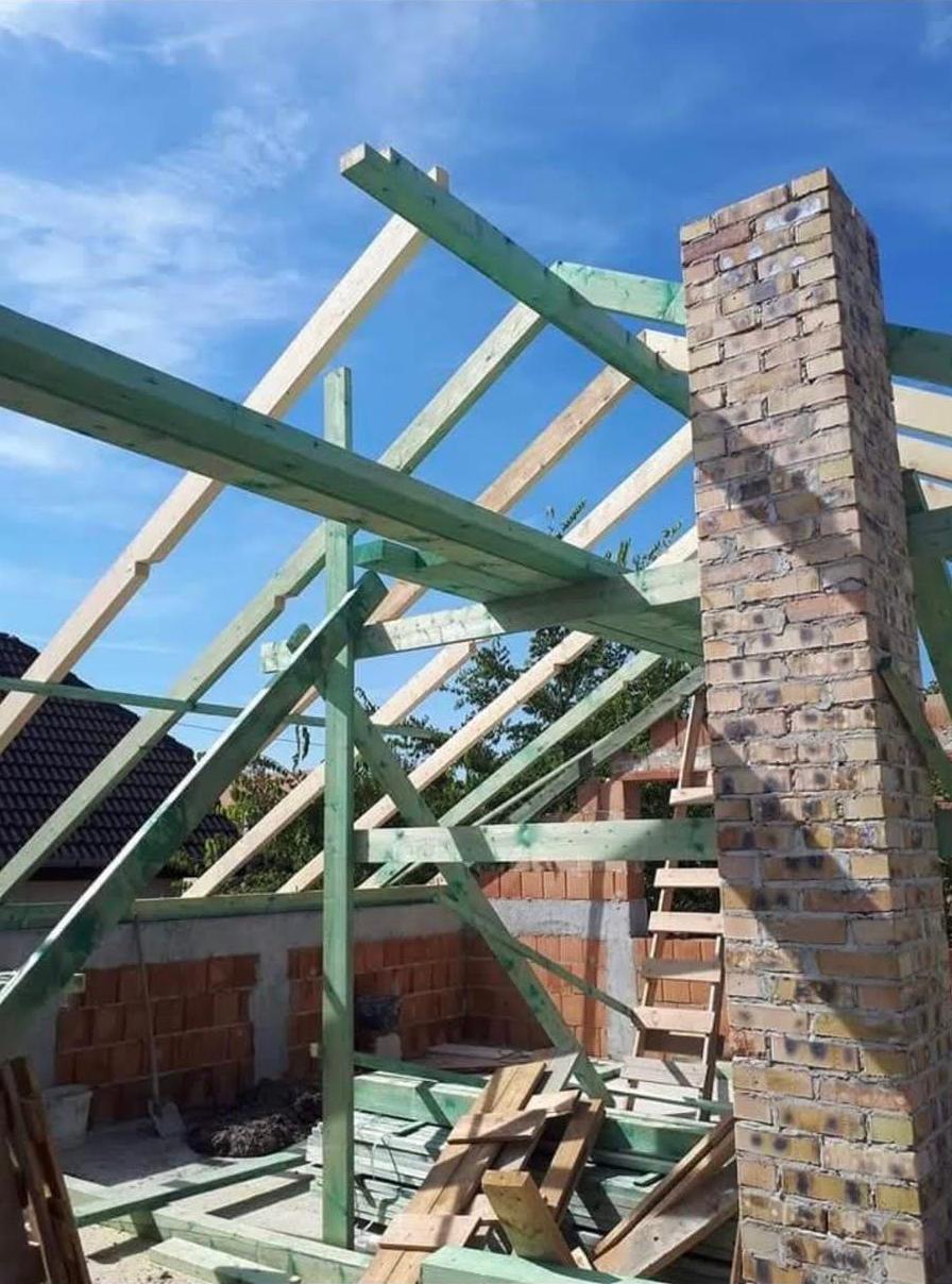 Családi ház tetőszerkezetének felújítása munka közben